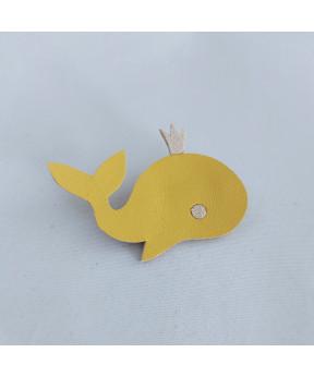 Broche baleine en cuir jaune