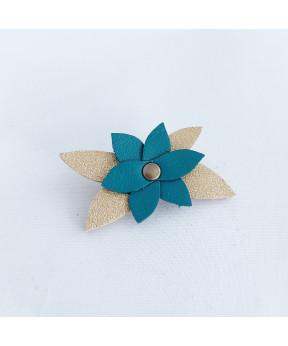 Broche petite fleur en cuir...
